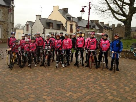 L'équipe du VC Evron se réunit chaque dimanche en période hivernale pour un entrainement sur la route.